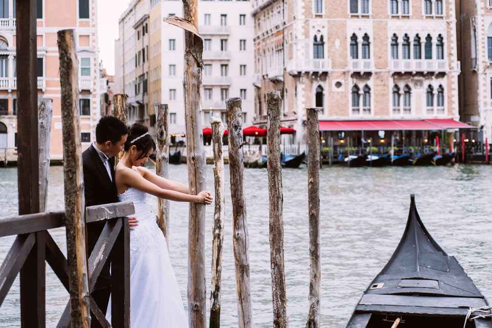 Elopement in Venice with a stunning natural light