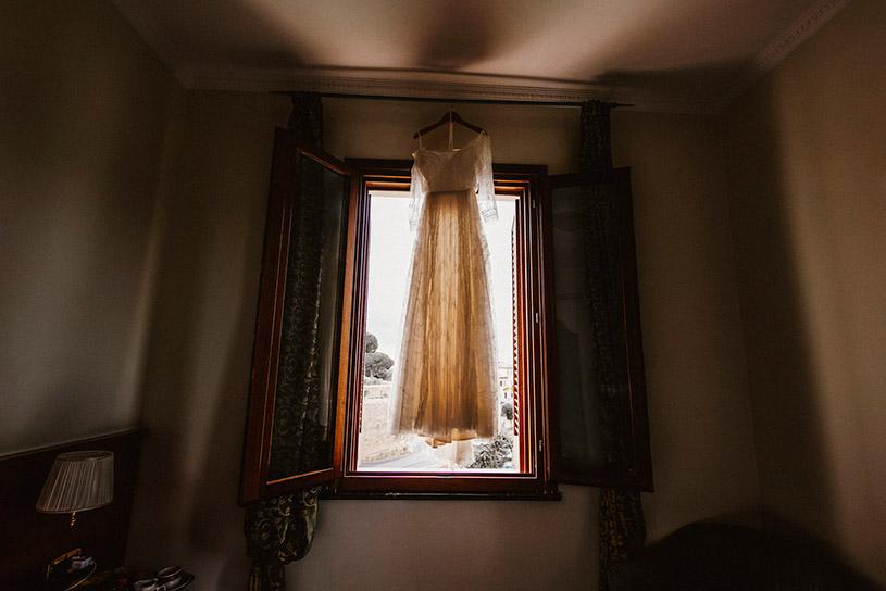 bohemian-style-bridal-gown