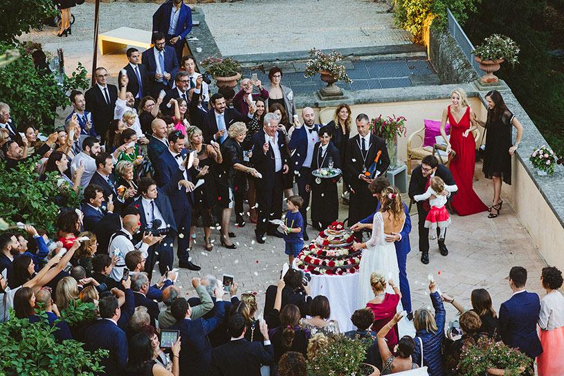 cutting-cake-villa-aurelia