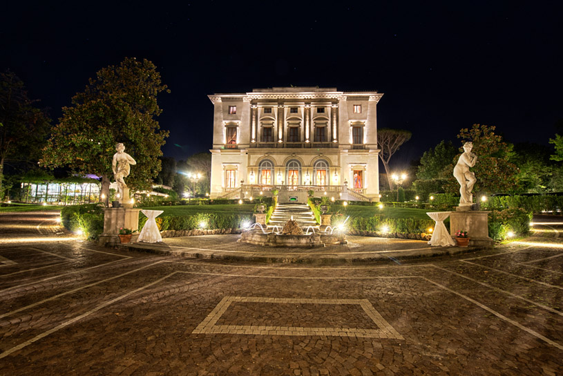 villa-cora-by-night