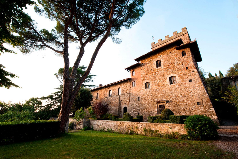 wedding in a castle san gimignano