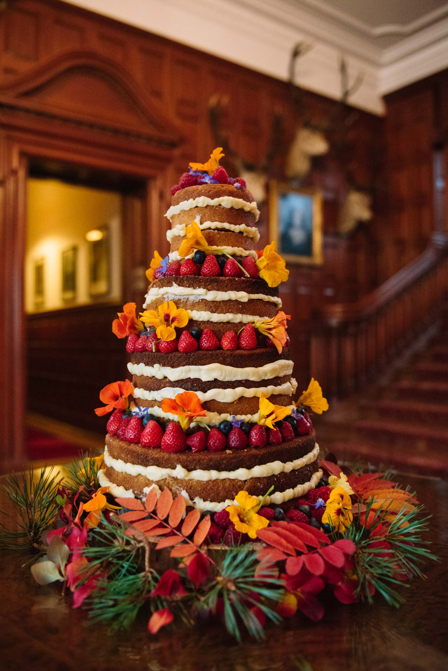 fall-wedding-cake-scotland