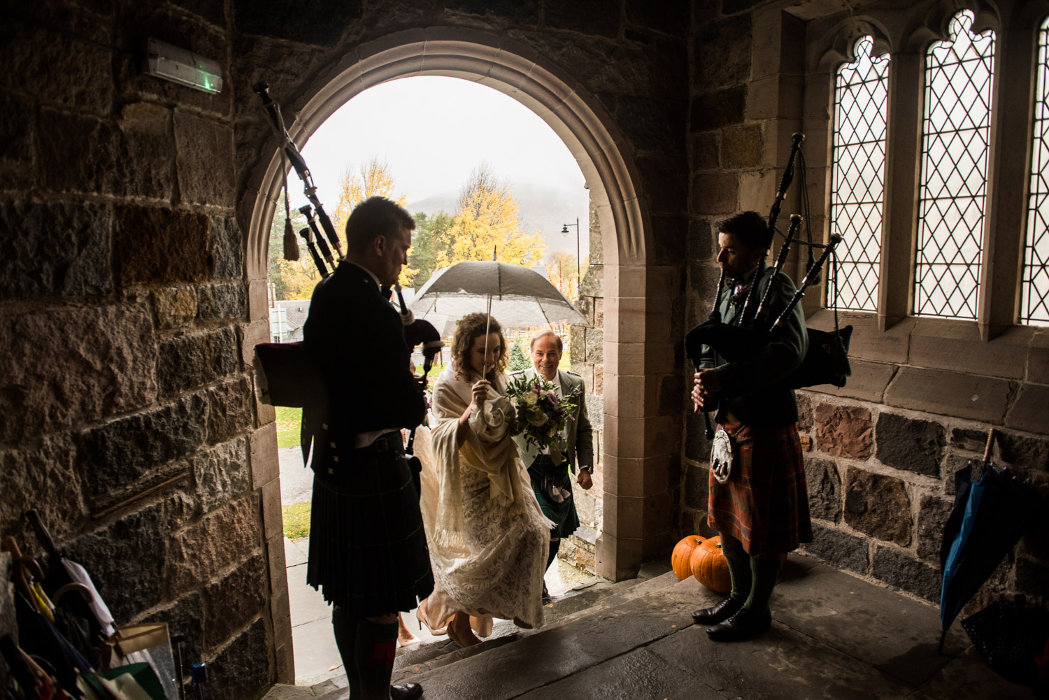 bride-entrance-bagpipes