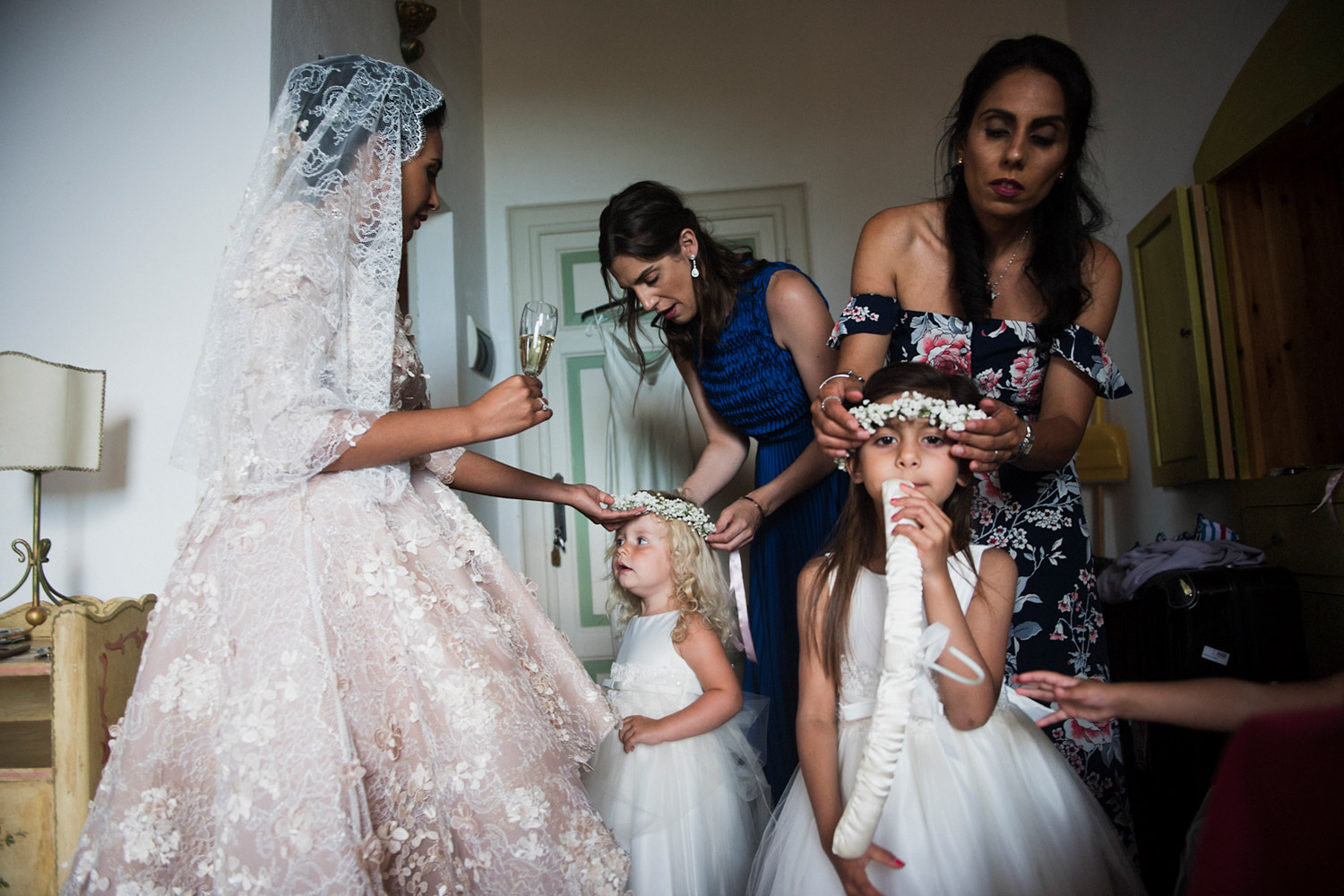 photojournalism-style-wedding-photos