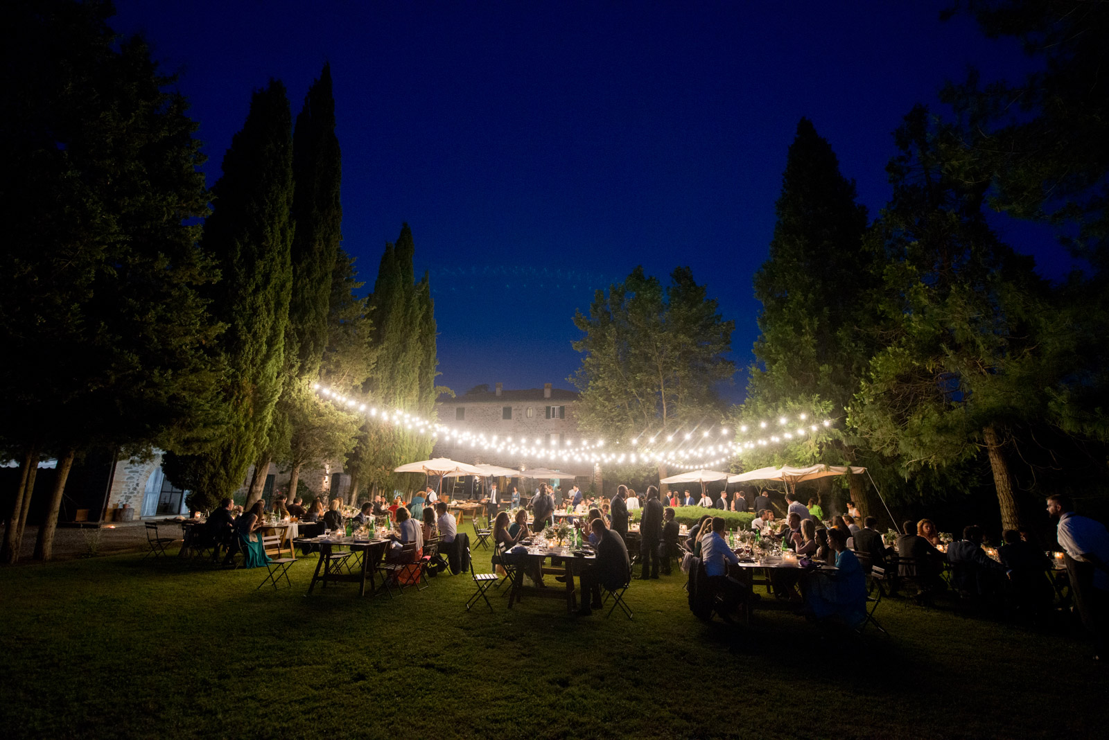 outdoor-dinner-umbria